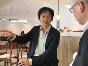 村井先生、手前に斎藤先生